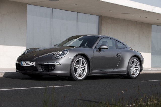 Car Reviews | Porsche 911 Carrera 4 | CompleteCar.ie