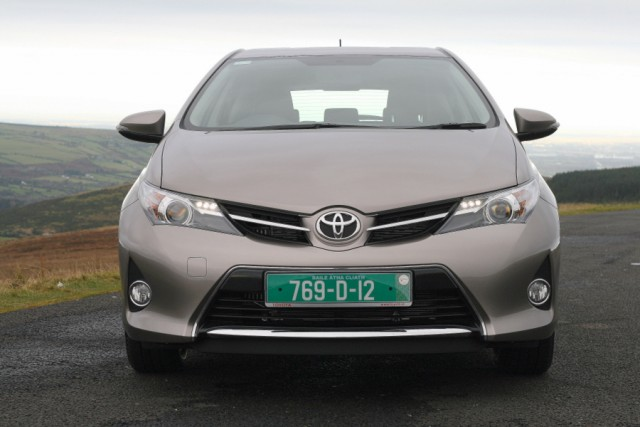 Car Reviews | Toyota Auris | CompleteCar.ie
