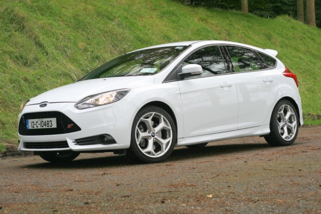 Car Reviews | Ford Focus ST | CompleteCar.ie