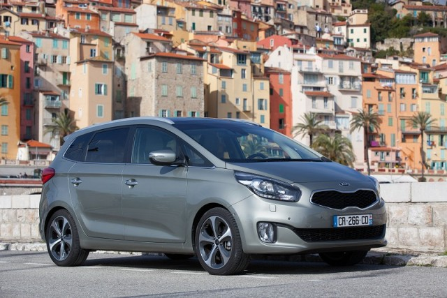 Car Reviews | Kia Carens | CompleteCar.ie