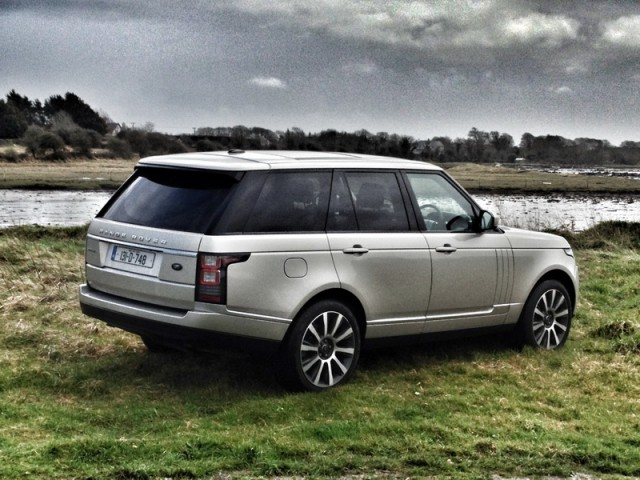 Car Reviews | Range Rover Vogue | CompleteCar.ie