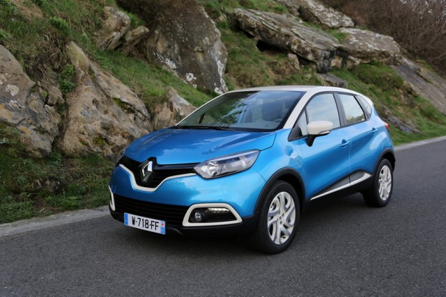 Car Reviews | Renault Captur dCi | CompleteCar.ie