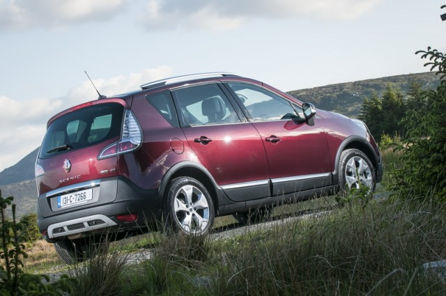 Car Reviews | Renault Scenic XMOD | CompleteCar.ie