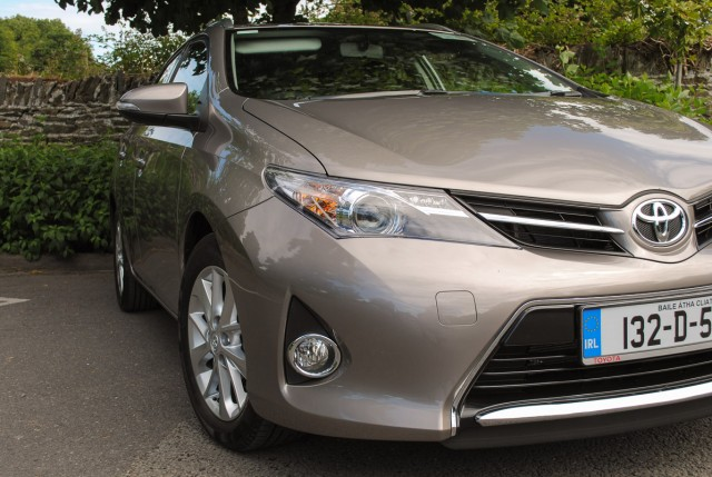 Car Reviews | Toyota Auris Touring Sports | CompleteCar.ie