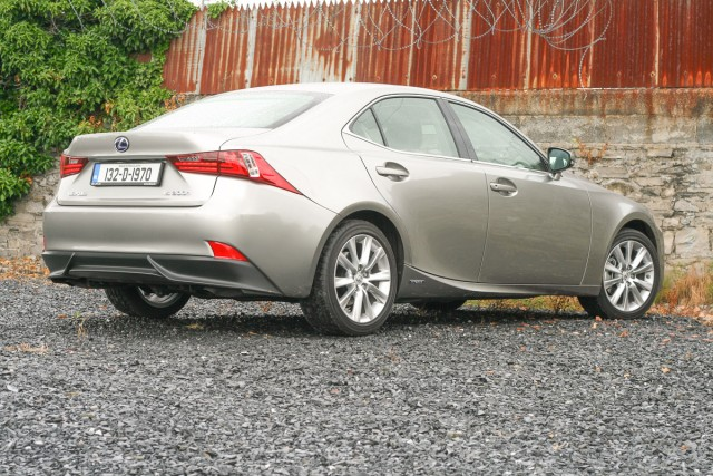Lexus IS 300h | Reviews, Test Drives | Complete Car