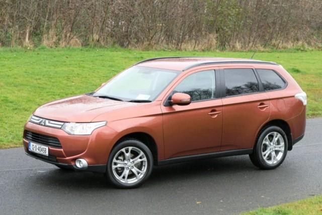 Car Reviews   Mitsubishi Outlander   CompleteCar.ie