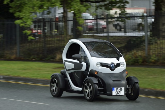 Car Reviews | Renault Twizy | CompleteCar.ie