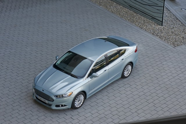 Car Reviews | Ford Fusion Hybrid | CompleteCar.ie
