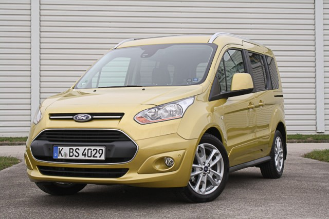 Car Reviews | Ford Tourneo Connect | CompleteCar.ie