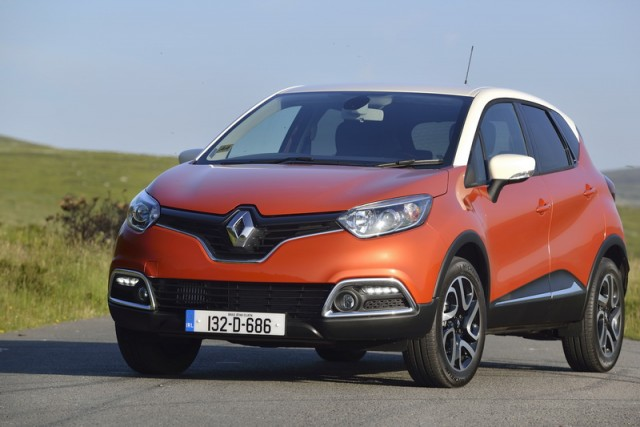 Car Reviews | Renault Captur TCe | CompleteCar.ie