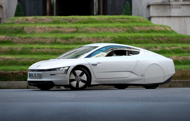 Car Reviews | Volkswagen XL1 | CompleteCar.ie