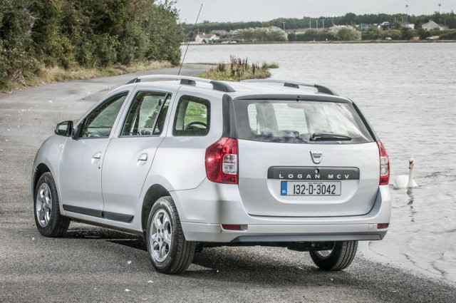 Car Reviews | Dacia Logan MCV | CompleteCar.ie
