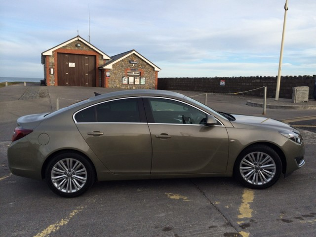 Car Reviews | Opel Insignia | CompleteCar.ie