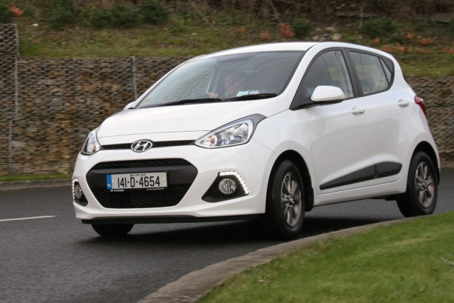 Car Reviews | Hyundai i10 | CompleteCar.ie