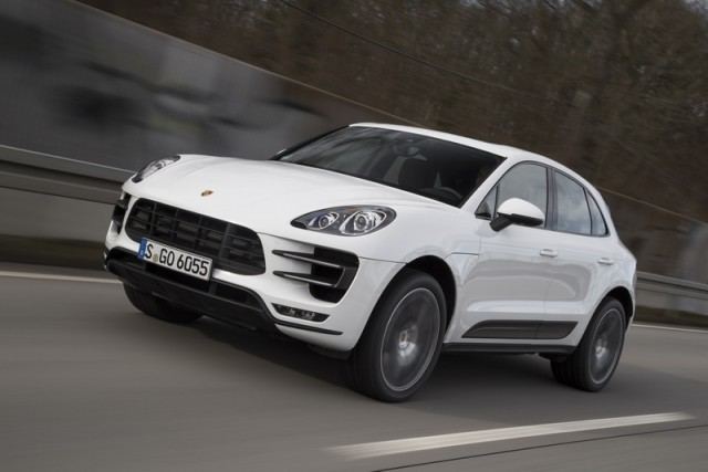 Car Reviews | Porsche Macan Turbo | CompleteCar.ie