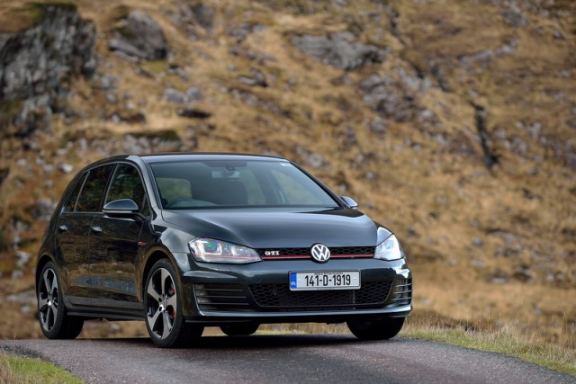 Car Reviews | Volkswagen Golf GTI Performance | CompleteCar.ie