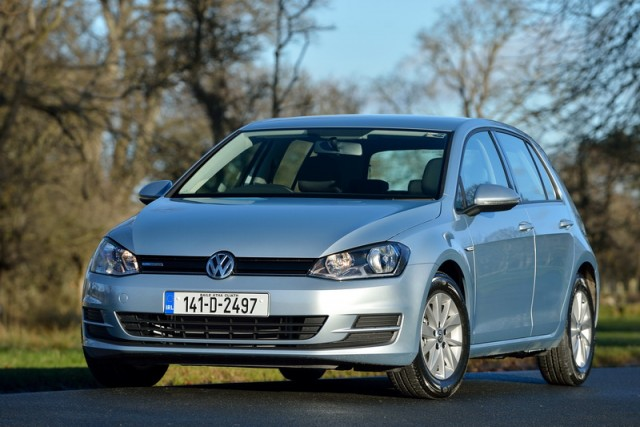 Car Reviews | Volkswagen Golf BlueMotion | CompleteCar.ie