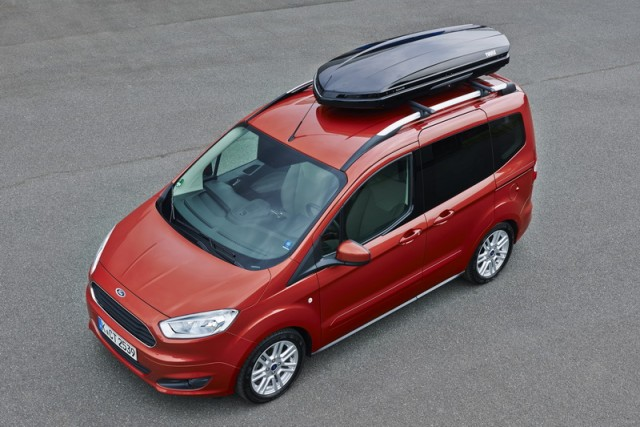 Car Reviews | Ford Tourneo Courier | CompleteCar.ie