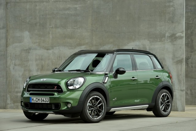 Car Reviews | MINI Countryman | CompleteCar.ie