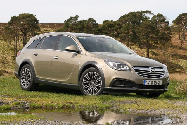 Car Reviews | Opel Insignia Country Tourer | CompleteCar.ie