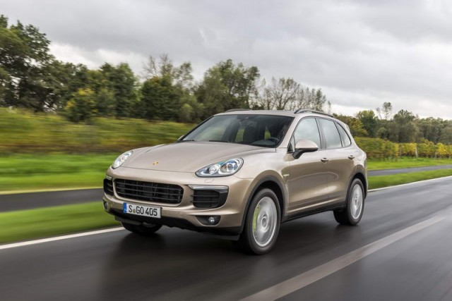 Car Reviews | Porsche Cayenne S E-Hybrid | CompleteCar.ie