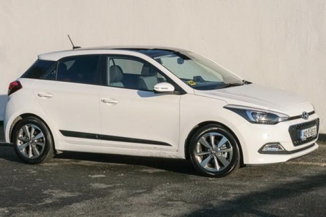 Car Reviews | Hyundai i20 | CompleteCar.ie