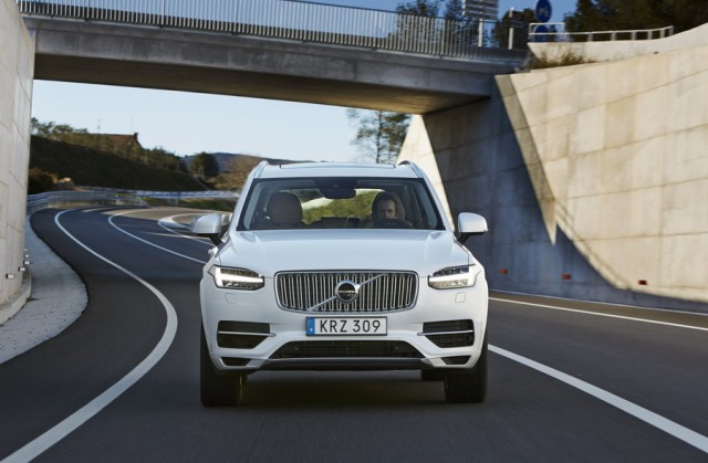 Car Reviews | Volvo XC90 T8 Twin Engine | CompleteCar.ie