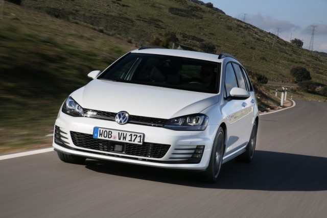 Car Reviews | Volkswagen Golf GTD Estate | CompleteCar.ie