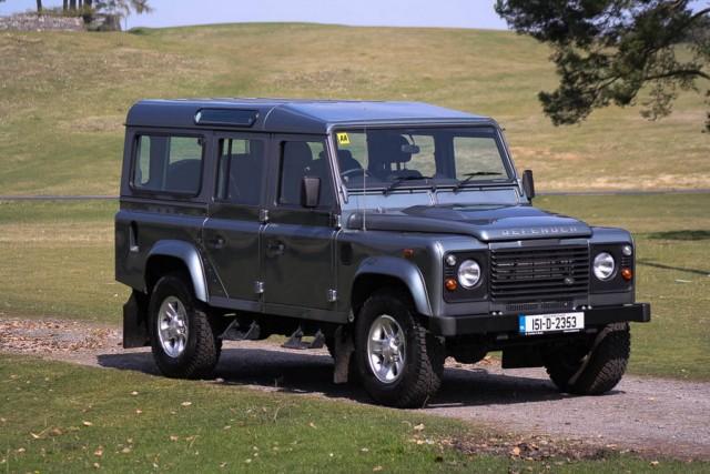 Car Reviews | Land Rover Defender | CompleteCar.ie