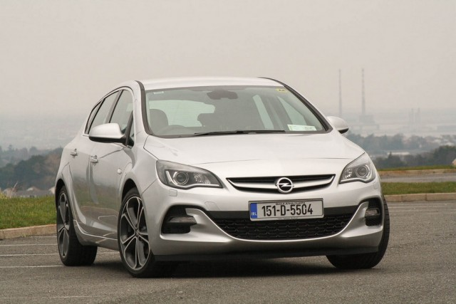 Car Reviews | Opel Astra SRi | CompleteCar.ie