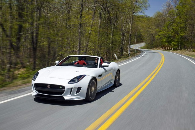 ... Jaguar F Type R AWD ...