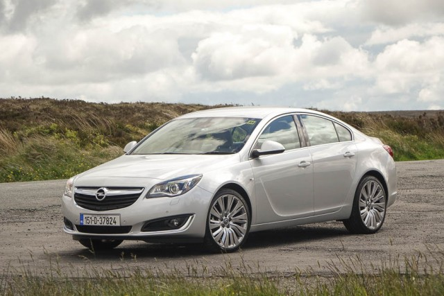 Car Reviews   Opel Insignia 2.0 CDTi   CompleteCar.ie