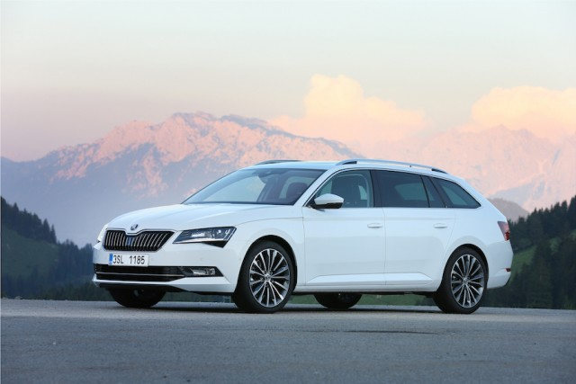 Car Reviews | Skoda Superb Combi | CompleteCar.ie