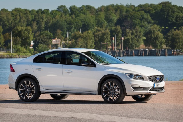 Car Reviews | Volvo S60 Cross Country | CompleteCar.ie