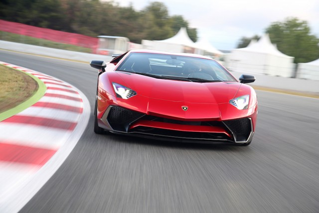 Car Reviews | Lamborghini Aventador LP 750-4 SV | CompleteCar.ie