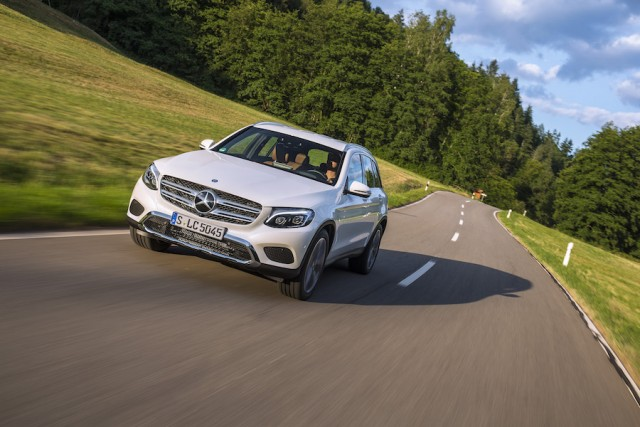 Car Reviews | Mercedes-Benz GLC 350e 4Matic | CompleteCar.ie