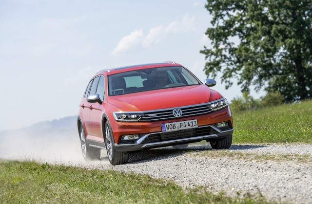 Car Reviews | Volkswagen Passat Alltrack | CompleteCar.ie