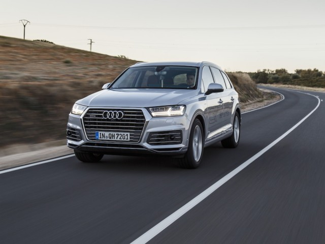 Car Reviews | Audi Q7 e-tron hybrid | CompleteCar.ie