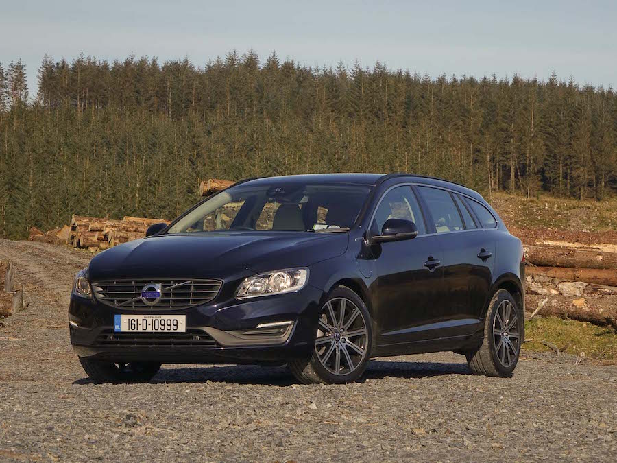 Car Reviews | Volvo V60 D6 Twin Engine hybrid | CompleteCar.ie
