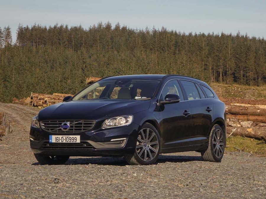 volvo v60 d6 twin engine hybrid reviews complete car. Black Bedroom Furniture Sets. Home Design Ideas