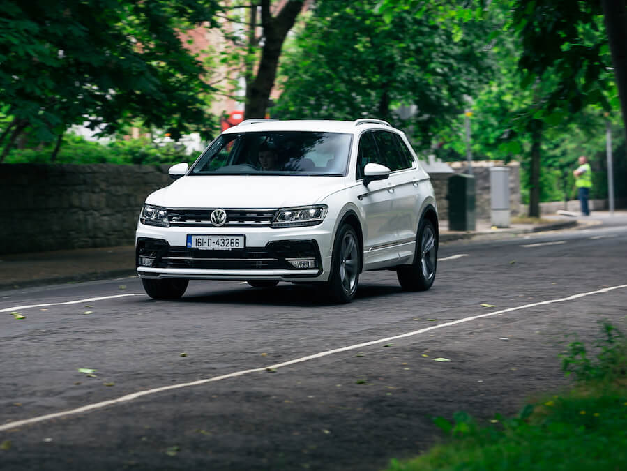 volkswagen tiguan r line reviews complete car. Black Bedroom Furniture Sets. Home Design Ideas