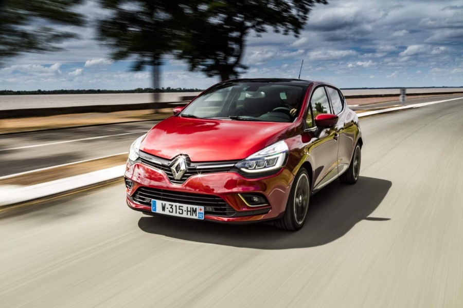 Car Reviews | Renault Clio TCe 120 | CompleteCar.ie