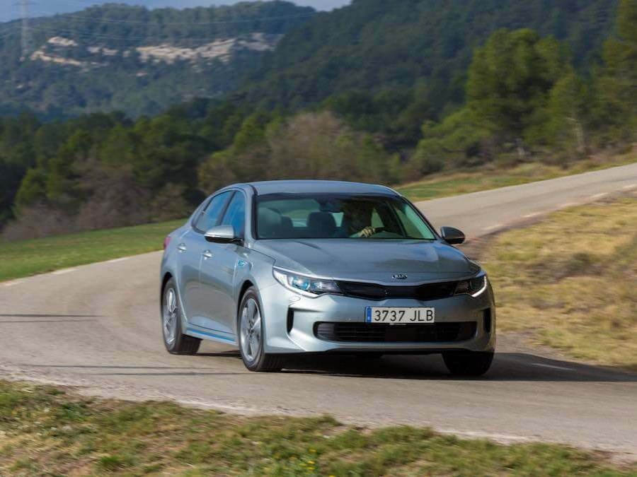 Car Reviews | Kia Optima PHEV | CompleteCar.ie