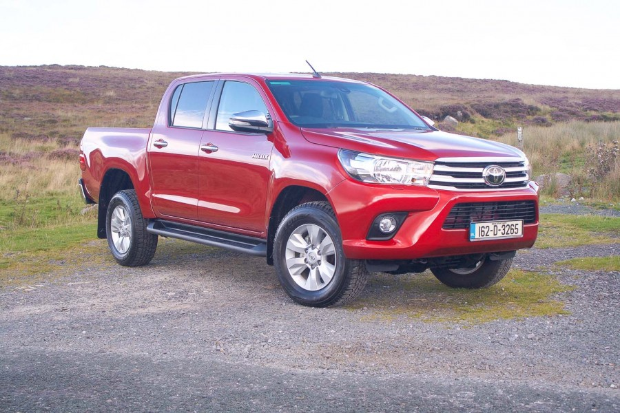 Car Reviews | Toyota Hilux | CompleteCar.ie
