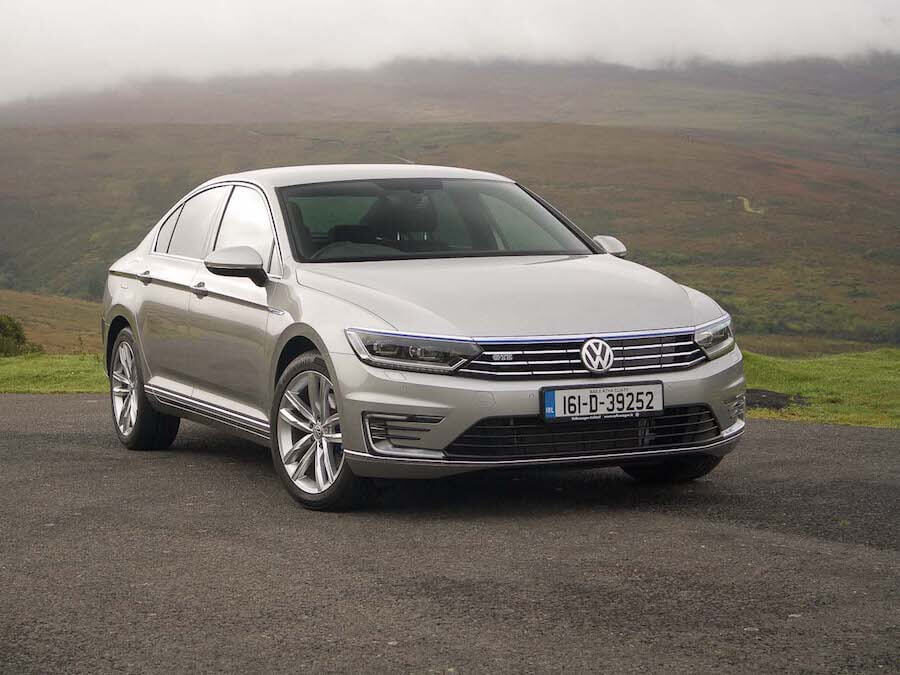 Car Reviews | Volkswagen Passat GTE | CompleteCar.ie