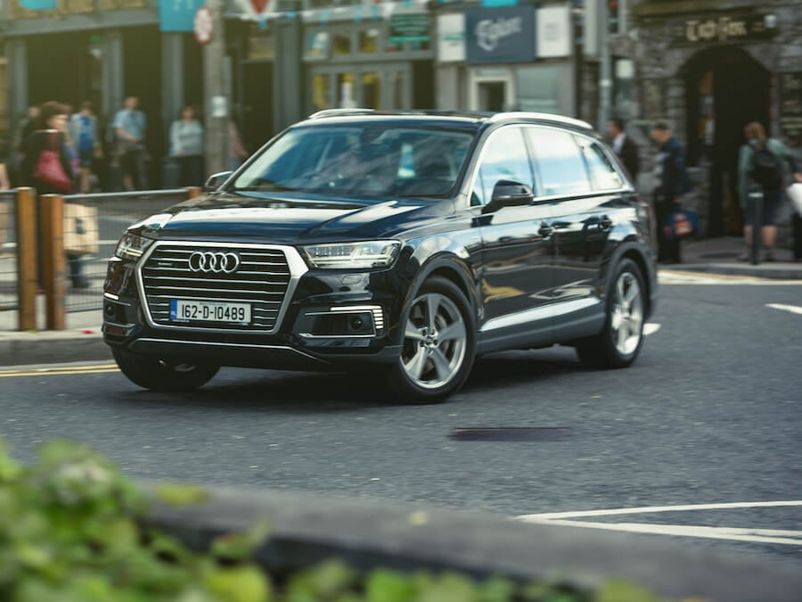 Car Reviews | Audi Q7 e-tron hybrid | CompleteCar.ie
