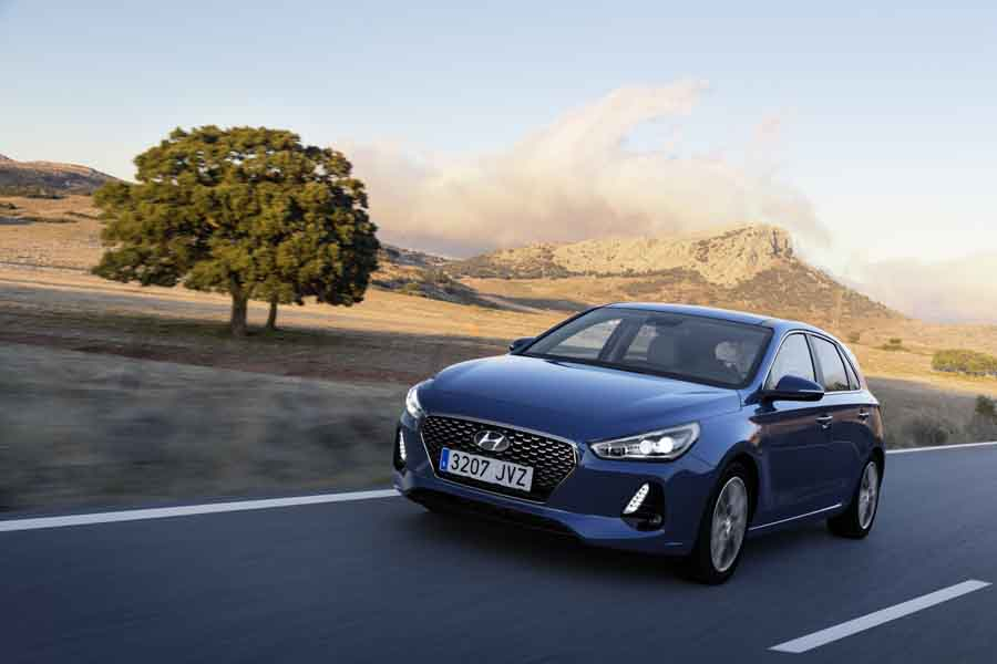 Car Reviews | Hyundai i30 1.6 diesel | CompleteCar.ie