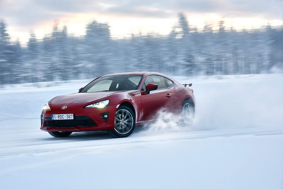 Car Reviews | Toyota GT86 | CompleteCar.ie
