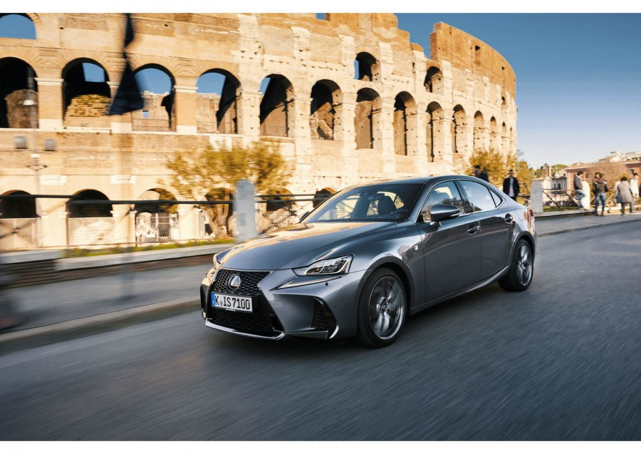 Car Reviews | Lexus IS 300h | CompleteCar.ie