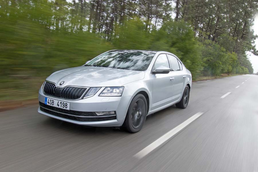 Car Reviews | Skoda Octavia 1.6 TDI DSG | CompleteCar.ie